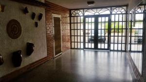 Apartamento En Venta En Maracaibo, Circunvalacion Uno, Venezuela, VE RAH: 16-17534