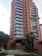Apartamento En Venta En Valencia, Las Chimeneas, Venezuela, VE RAH: 16-17535