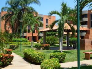 Apartamento En Venta En Lecheria, Complejo Turistico El Morro, Venezuela, VE RAH: 16-17539