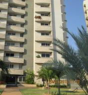 Apartamento En Venta En Maracaibo, Avenida Milagro Norte, Venezuela, VE RAH: 16-17551