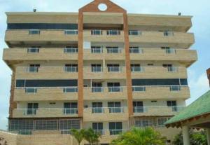 Apartamento En Venta En Chichiriviche, Playa Sur, Venezuela, VE RAH: 16-17553