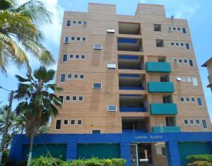 Apartamento En Venta En Boca De Aroa, Boca De Aroa, Venezuela, VE RAH: 16-17555