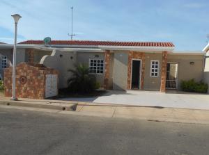 Casa En Venta En Punto Fijo, Puerta Maraven, Venezuela, VE RAH: 16-17577