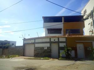 Casa En Venta En Parroquia Caraballeda, Los Corales, Venezuela, VE RAH: 16-17588