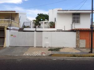 Casa En Venta En Maracaibo, Canaima, Venezuela, VE RAH: 16-17593