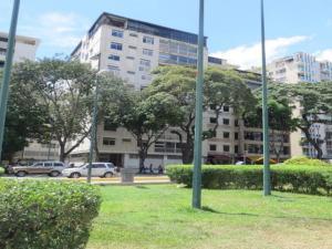 Apartamento En Venta En Caracas, Altamira, Venezuela, VE RAH: 16-17607