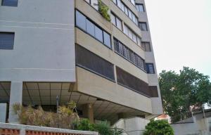 Apartamento En Venta En Maracaibo, Avenida El Milagro, Venezuela, VE RAH: 16-17636