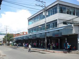 Local Comercial En Venta En Turmero, Zona Centro, Venezuela, VE RAH: 16-17677