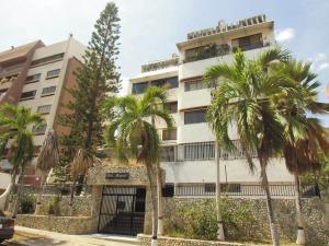 Apartamento En Venta En Parroquia Caraballeda, Caribe, Venezuela, VE RAH: 16-17707
