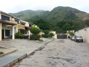 Townhouse En Venta En Maracay, Las Delicias, Venezuela, VE RAH: 16-17735