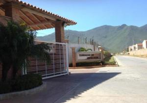 Townhouse En Venta En Margarita, Avenida Juan Bautista Arismendi, Venezuela, VE RAH: 16-17771