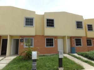 Townhouse En Venta En Valencia, Parque Valencia, Venezuela, VE RAH: 16-17772