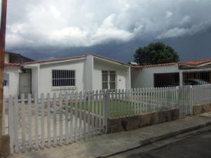 Casa En Venta En Municipio Los Guayos, Paraparal, Venezuela, VE RAH: 16-17783