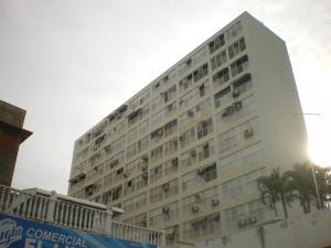 Apartamento En Venta En Parroquia Caraballeda, Los Corales, Venezuela, VE RAH: 16-17806