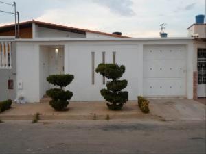 Casa En Venta En Punto Fijo, Pedro Manuel Arcaya, Venezuela, VE RAH: 16-17829