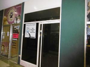 Local Comercial En Venta En Maracay, Zona Centro, Venezuela, VE RAH: 16-17825