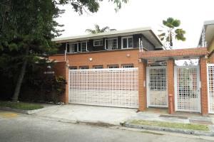 Casa En Venta En Caracas, La Lagunita Country Club, Venezuela, VE RAH: 16-17839
