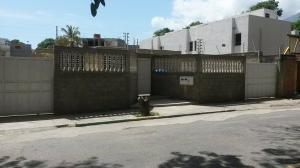 Casa En Venta En Parroquia Caraballeda, Palmar Este, Venezuela, VE RAH: 16-17853