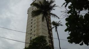 Apartamento En Alquiler En Catia La Mar, Playa Grande, Venezuela, VE RAH: 16-17866