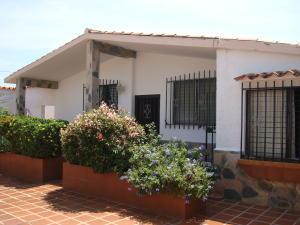Casa En Venta En Guacara, Ciudad Alianza, Venezuela, VE RAH: 16-17880