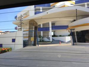 Apartamento En Venta En Lecheria, Complejo Turistico El Morro, Venezuela, VE RAH: 16-17900