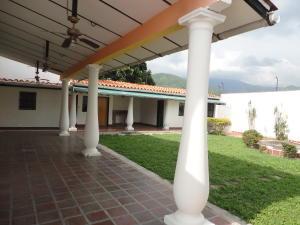 Casa En Venta En Maracay, La Floresta, Venezuela, VE RAH: 16-17910