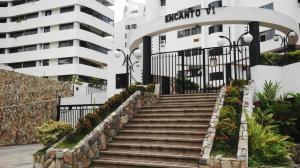 Apartamento En Venta En Valencia, Los Mangos, Venezuela, VE RAH: 16-17942