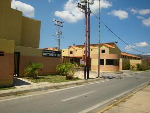 Casa En Venta En Guacara, Carret Guacara - San Joaquin, Venezuela, VE RAH: 16-17937
