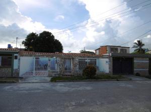 Casa En Venta En Santa Cruz De Aragua, La Capillita, Venezuela, VE RAH: 16-17943