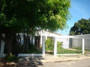 Casa En Venta En Maracay, Los Samanes, Venezuela, VE RAH: 16-17585