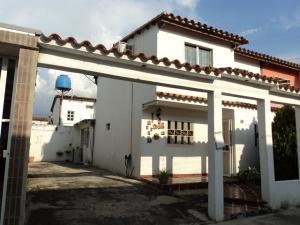 Casa En Venta En Maracay, Santa Rita, Venezuela, VE RAH: 16-18040
