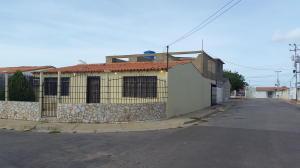 Casa En Venta En Punto Fijo, Pedro Manuel Arcaya, Venezuela, VE RAH: 16-18051