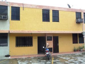Townhouse En Venta En Valencia, Parque Valencia, Venezuela, VE RAH: 16-18083