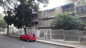 Apartamento En Venta En Caracas, El Rosal, Venezuela, VE RAH: 16-18105