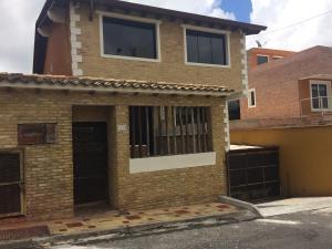 Casa En Venta En San Antonio De Los Altos, San Juan, Venezuela, VE RAH: 16-18142