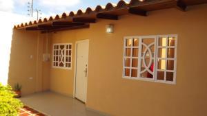 Casa En Venta En Punto Fijo, Puerta Maraven, Venezuela, VE RAH: 16-18136