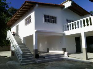 Casa En Venta En Higuerote, Mirador Bahía De Buche, Venezuela, VE RAH: 16-18159