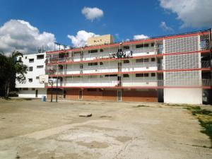 Apartamento En Venta En Guarenas, Alejandro Oropeza Castillo Ii, Venezuela, VE RAH: 16-18162