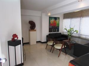 Apartamento En Venta En Caracas - Los Chorros Código FLEX: 16-18187 No.1
