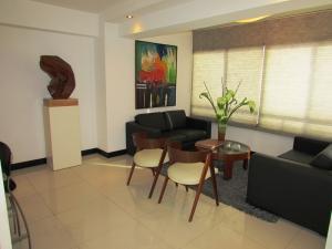 Apartamento En Venta En Caracas - Los Chorros Código FLEX: 16-18187 No.2