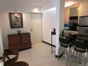 Apartamento En Venta En Caracas - Los Chorros Código FLEX: 16-18187 No.4