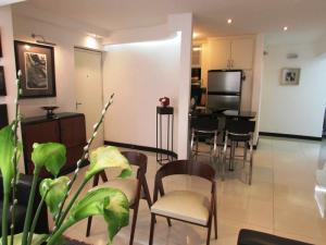 Apartamento En Venta En Caracas - Los Chorros Código FLEX: 16-18187 No.5