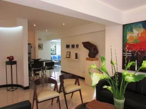 Apartamento En Venta En Caracas - Los Chorros Código FLEX: 16-18187 No.3