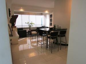 Apartamento En Venta En Caracas - Los Chorros Código FLEX: 16-18187 No.9