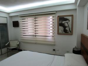 Apartamento En Venta En Caracas - Los Chorros Código FLEX: 16-18187 No.16
