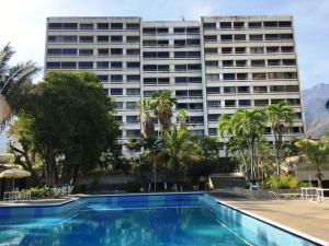 Apartamento En Venta En Parroquia Caraballeda, Los Corales, Venezuela, VE RAH: 16-18190