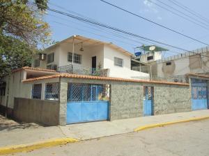 Casa En Venta En Parroquia Caraballeda, Palmar Este, Venezuela, VE RAH: 16-18214