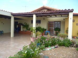 Casa En Venta En Punto Fijo, Puerta Maraven, Venezuela, VE RAH: 16-18219