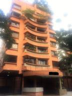 Apartamento En Venta En Caracas, Campo Alegre, Venezuela, VE RAH: 16-18221