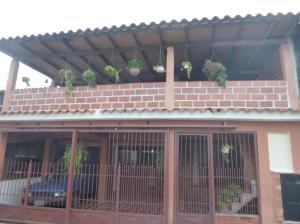 Casa En Venta En Guatire, Valle Arriba, Venezuela, VE RAH: 16-18271